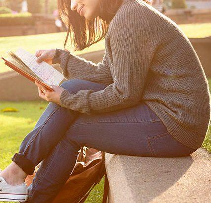 Fora de casa, dentro de um livro